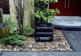 板石貼りと自然石寄石の調和のイメージ